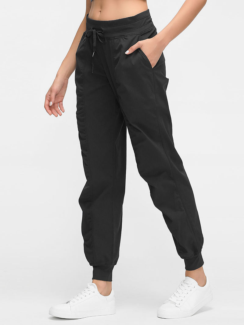 The Breathe Pant in Black