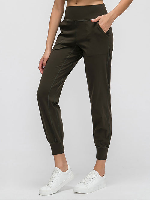 The Zoom Pant in Olive 1