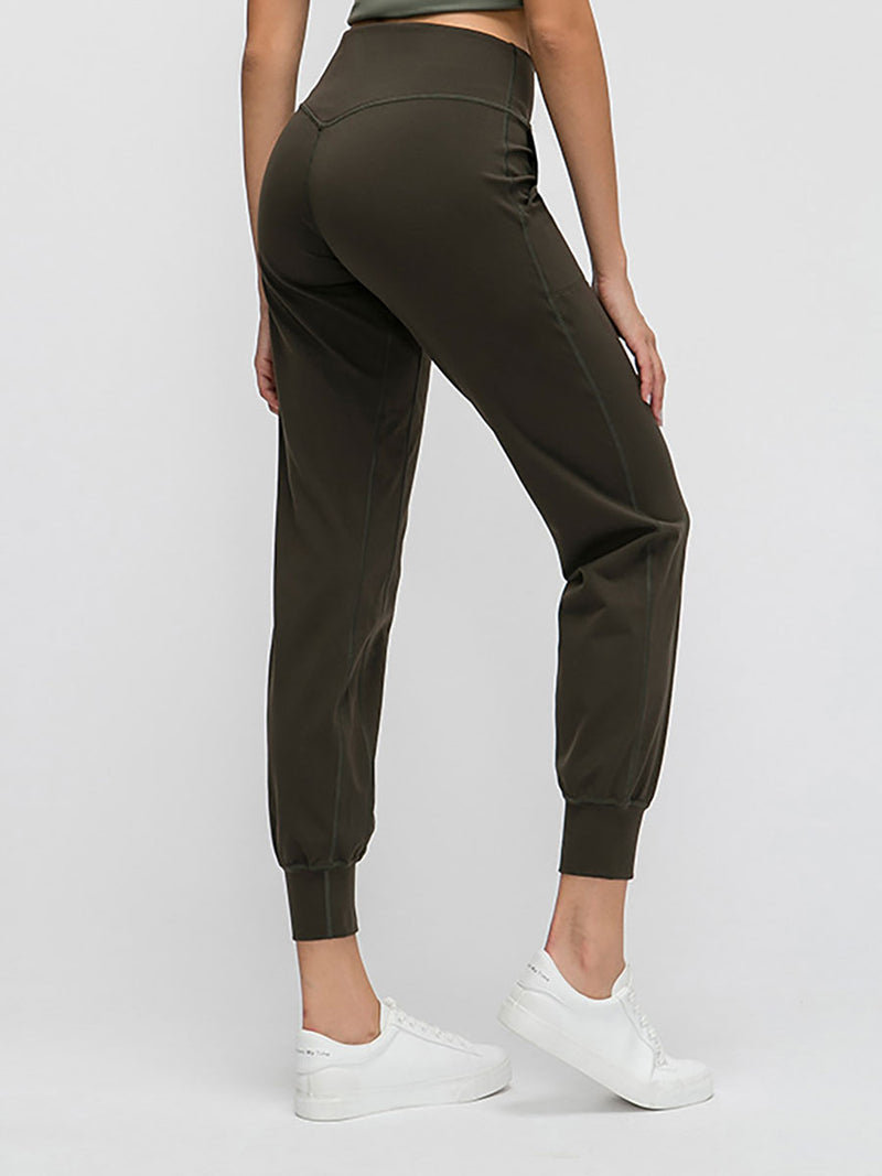The Zoom Pant in Olive 2