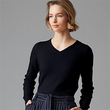 Wild South v neck cotton cashmere navy front