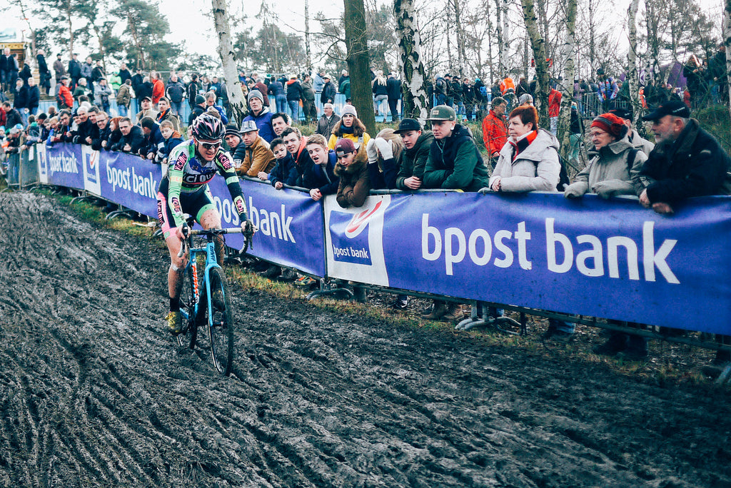 Delia Beddis descents the mud chute GP Sven Nys
