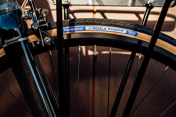Clearance for wide tyres