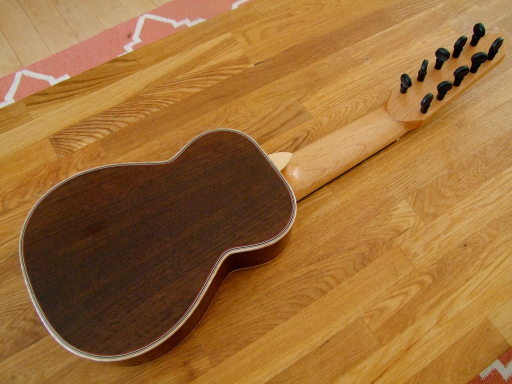 Charango de Concierto F. Tarazona de Nogal (Walnut) Peruano con Cedro (Cedar) Canadiense with Case