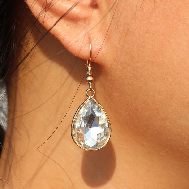 WHITE STONE WITH GOLDEN BASE EARRING