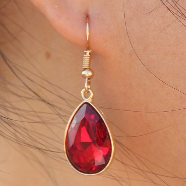 RED STONE WITH GOLDEN BASE EARRING
