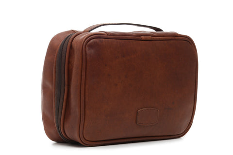 Quinton Leather Hanging Toiletry Case