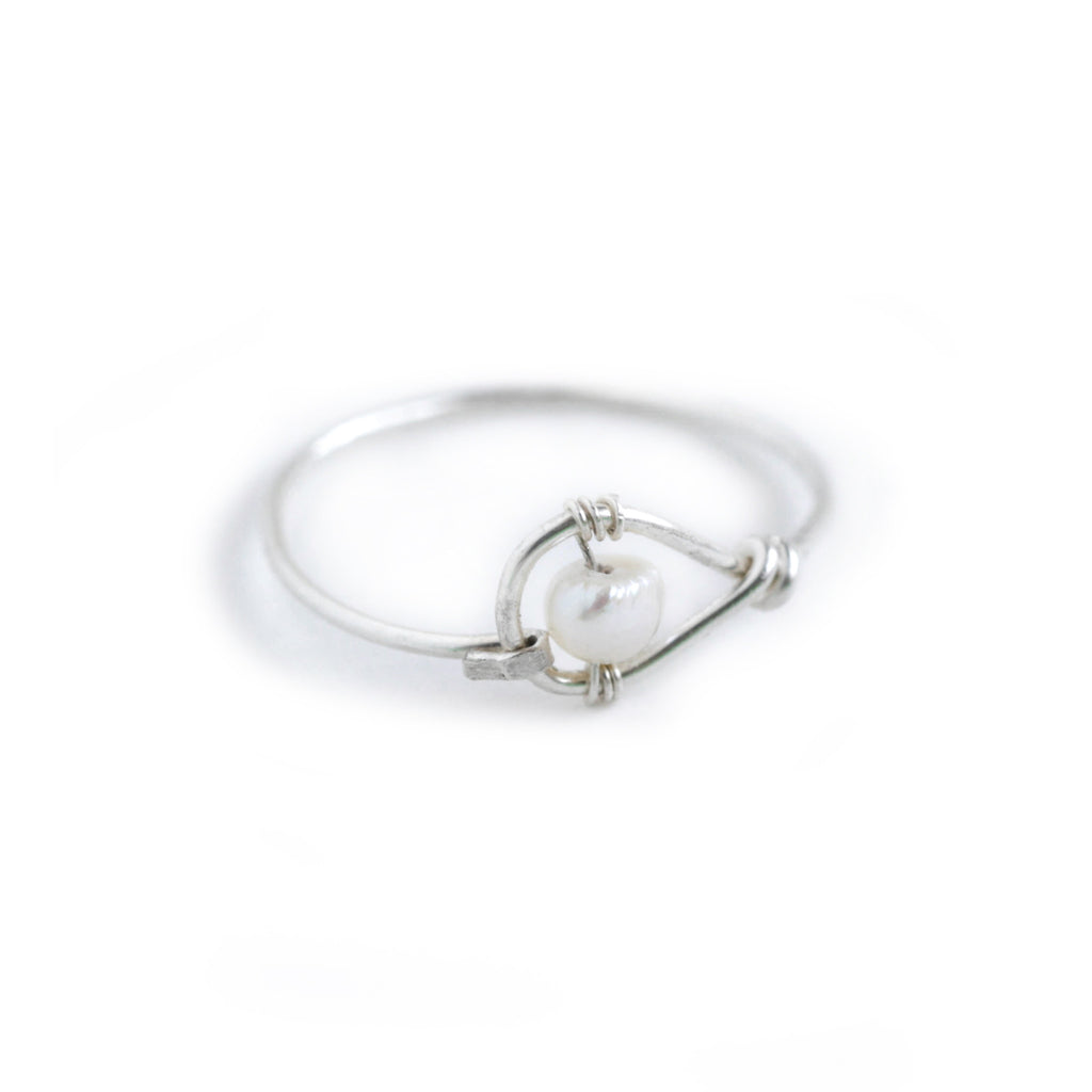 Rain Single Ring - Sterling Silver Teardrop Ring with Freshwater Pearl