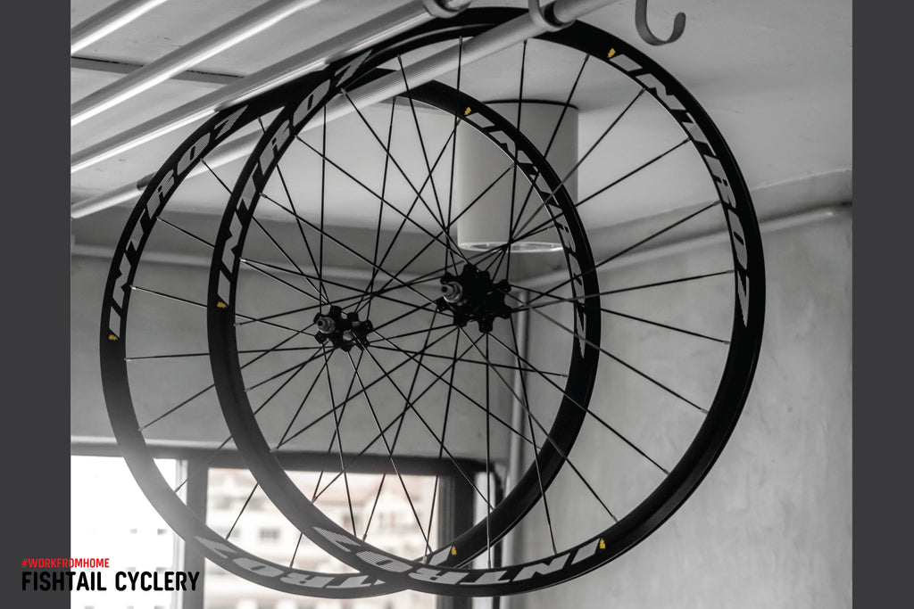 Lightweight, Bladed Spokes Wheelset by INTRO7 in da house!