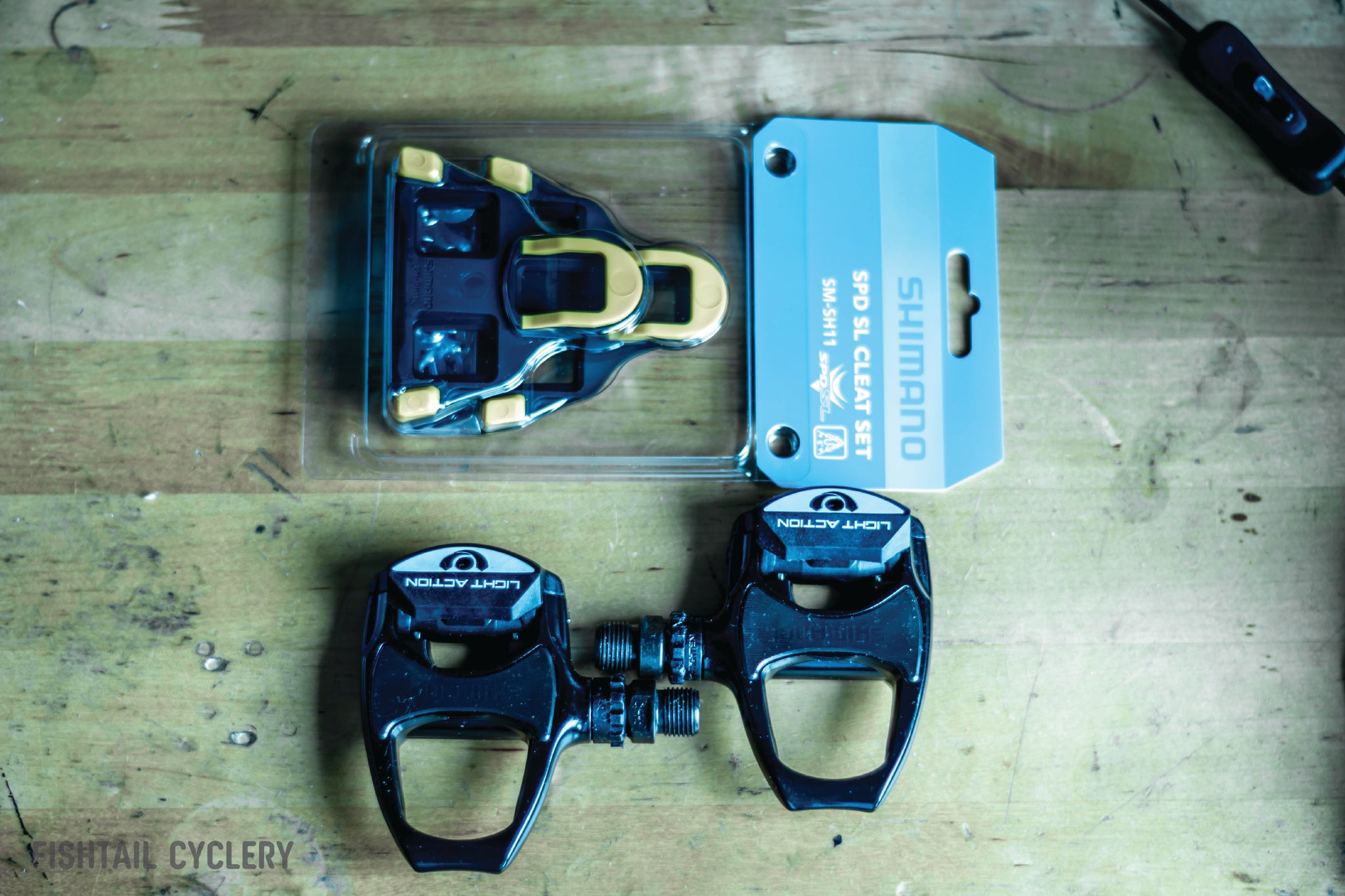 Shimano R550 SPD-SL Clipless Road Pedals with Cleat Set - FISHTAIL CYCLERY