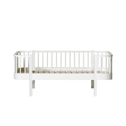 Oliver Furniture Wood Collection Junior Bettsofa weiss