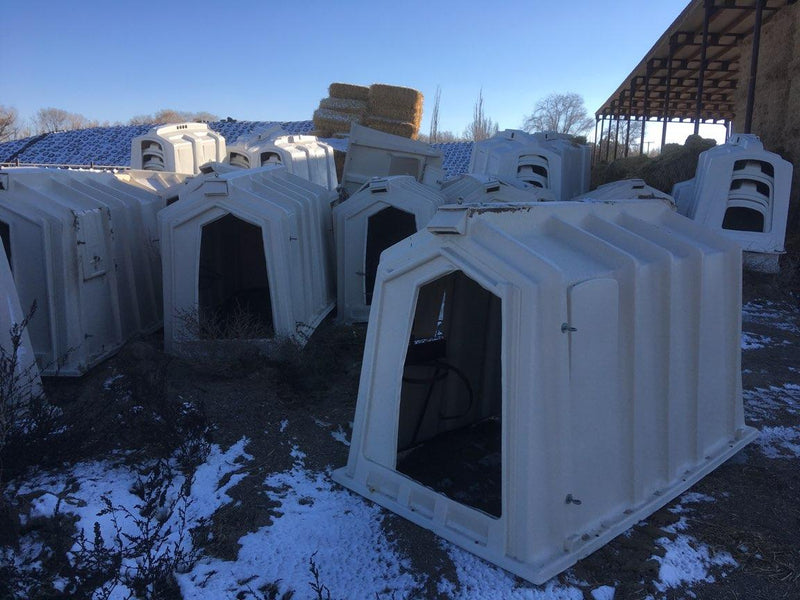 Listing #DD1531 - Hampel Calftel and Agriplastics Calf Hutches