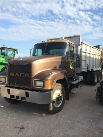 Listing #DD1266 - PRICE REDUCED! 1999 Mack Manure Spreader