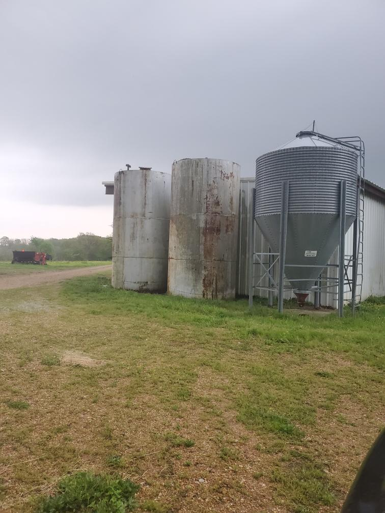 #DD1887 - 3-10 ton bins and 2-6,000 gallon liquid storage tanks
