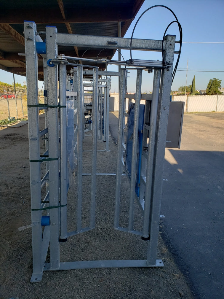 Listing #DD1553 - Hatfield 5x10 Stanchions