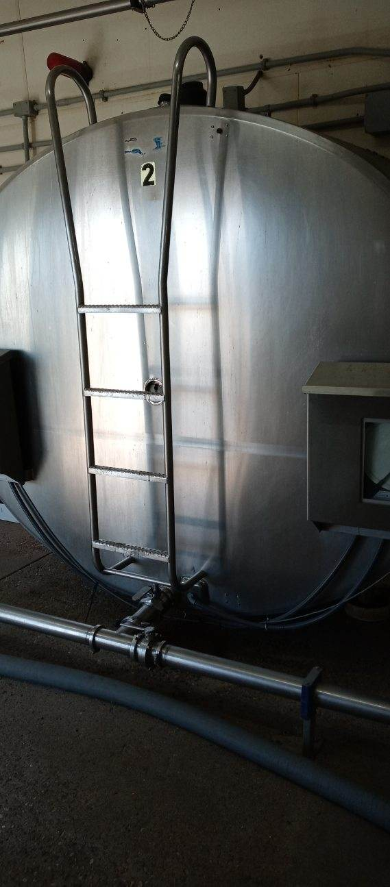 #DD1933 - (2) DeLaval 5,000 gallon, Mueller 3,000 gallon bulk tanks with cooling