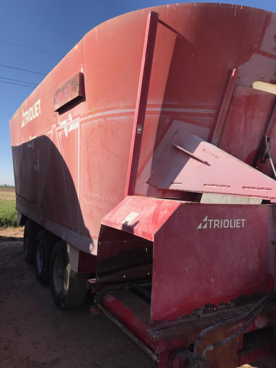 Listing #DD1593 - Triolet Triple Screw Feed Wagon
