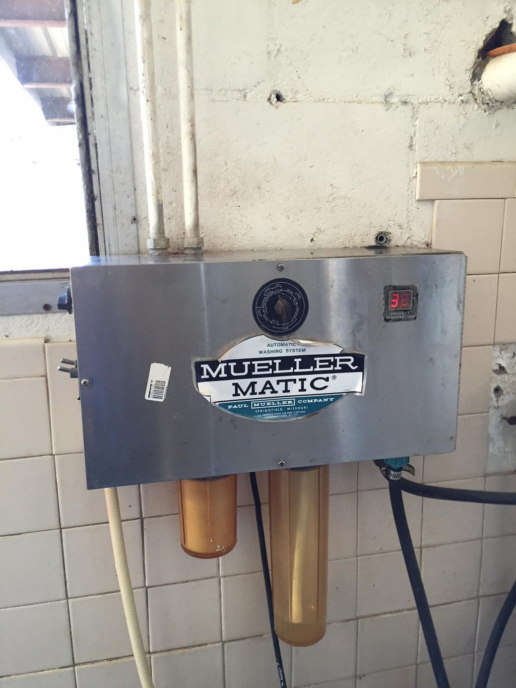 #DD1669 - Mueller Matic 1500 gallon bulk tank and compressors