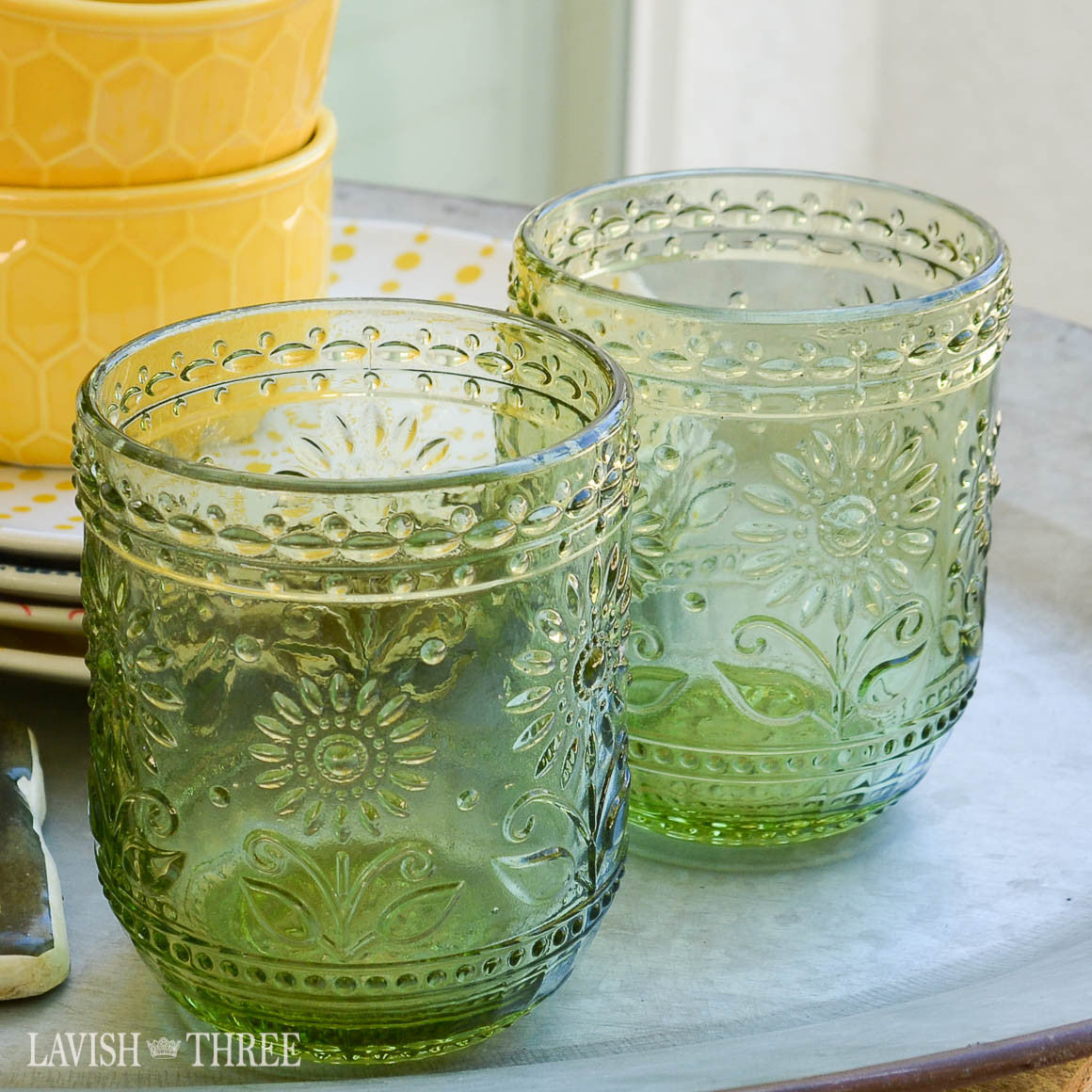 Vintage style green floral embossed glass drinking tumbler set