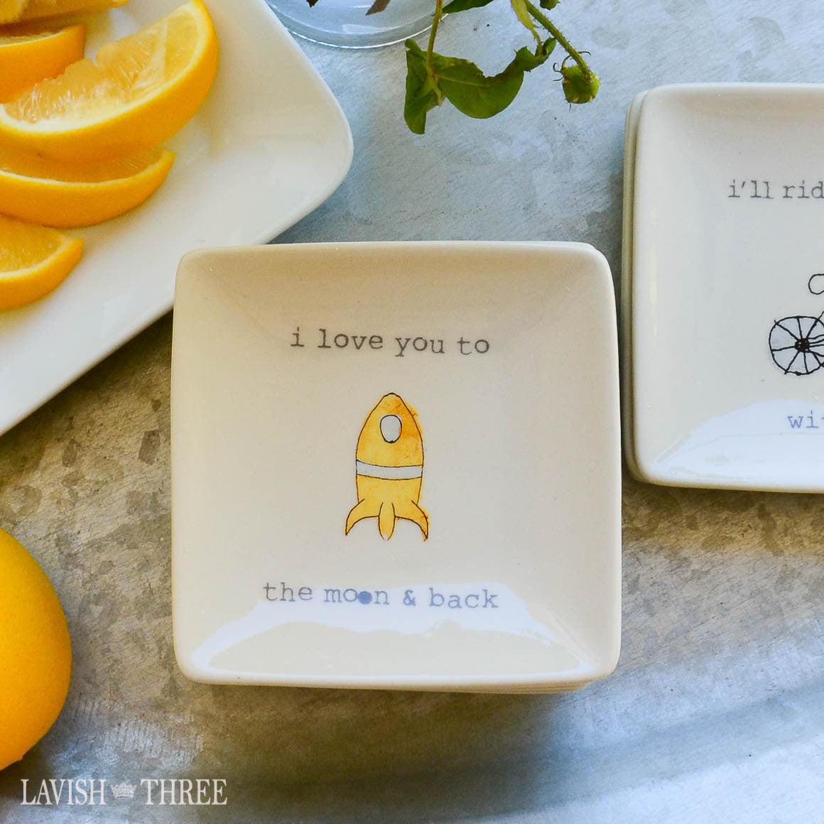 "4"" mini-plates with sayings - i love you to the moon & back"