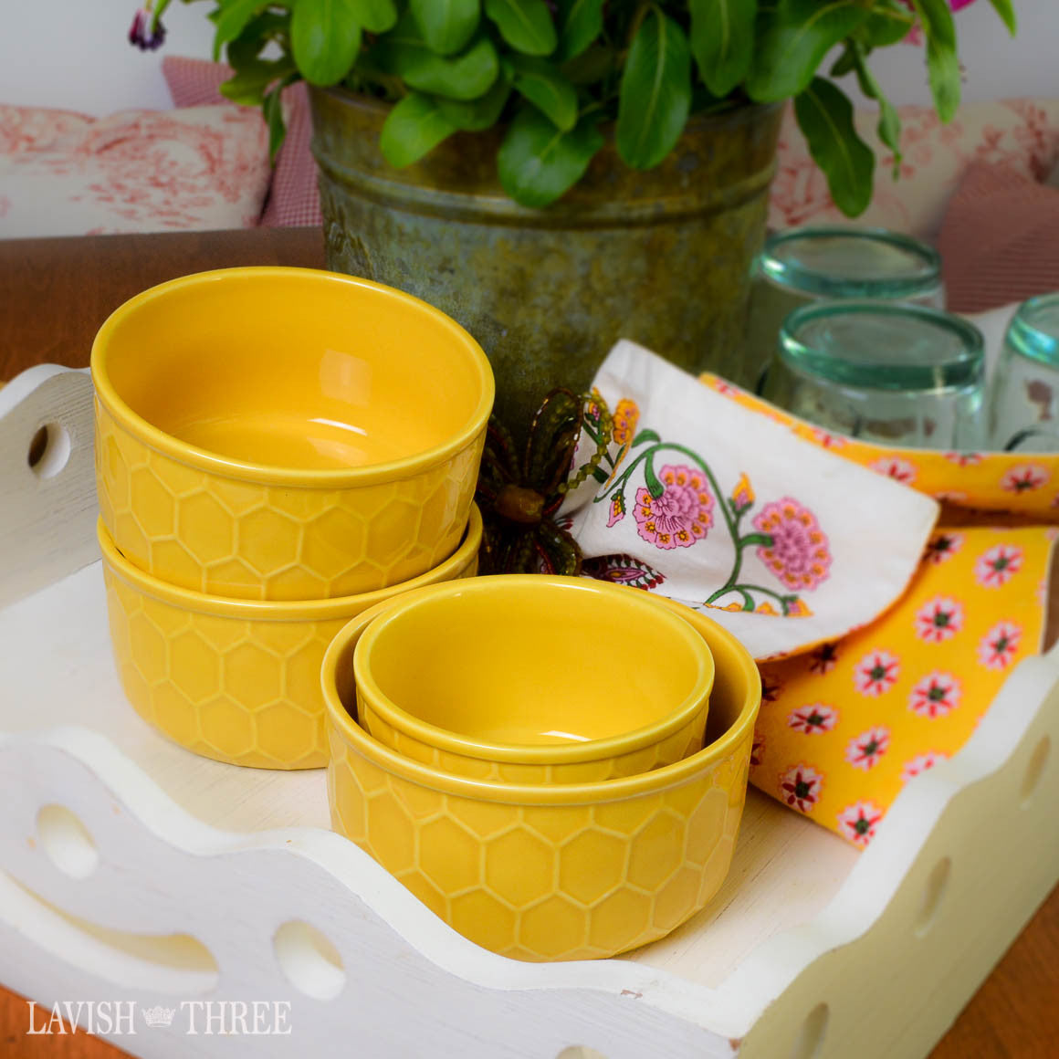 Embossed country farmhouse honey comb yellow cereal or dessert bowl set