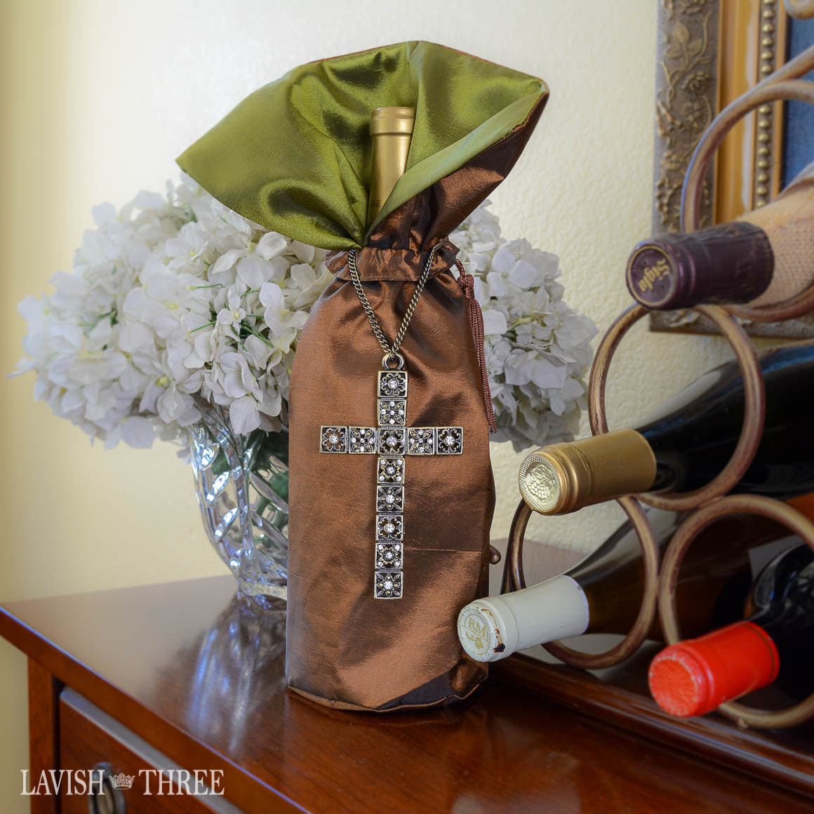 Wine bottle gift bag in satin copper for hostess