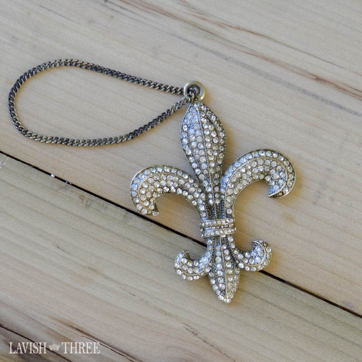 Fleur de Lis crystal ornament on chain wine bottle decor gift