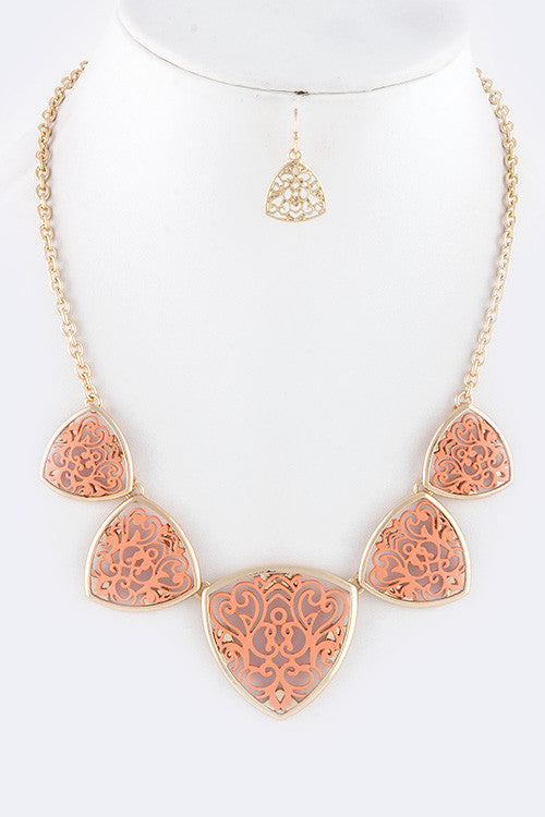 TRAINGULAR PEACH NECKLACE