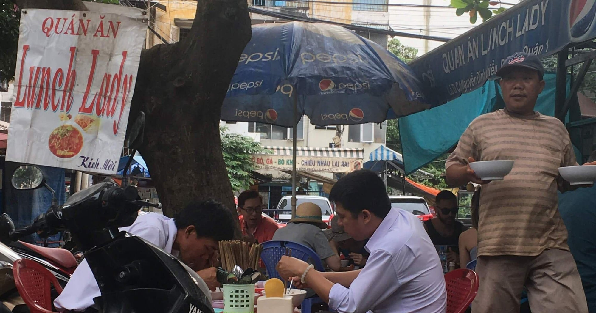Low Plastic Stools, Delicious Noodles and cold Hanoi Beer - the Anthony Bourdain affect-Temples and Markets