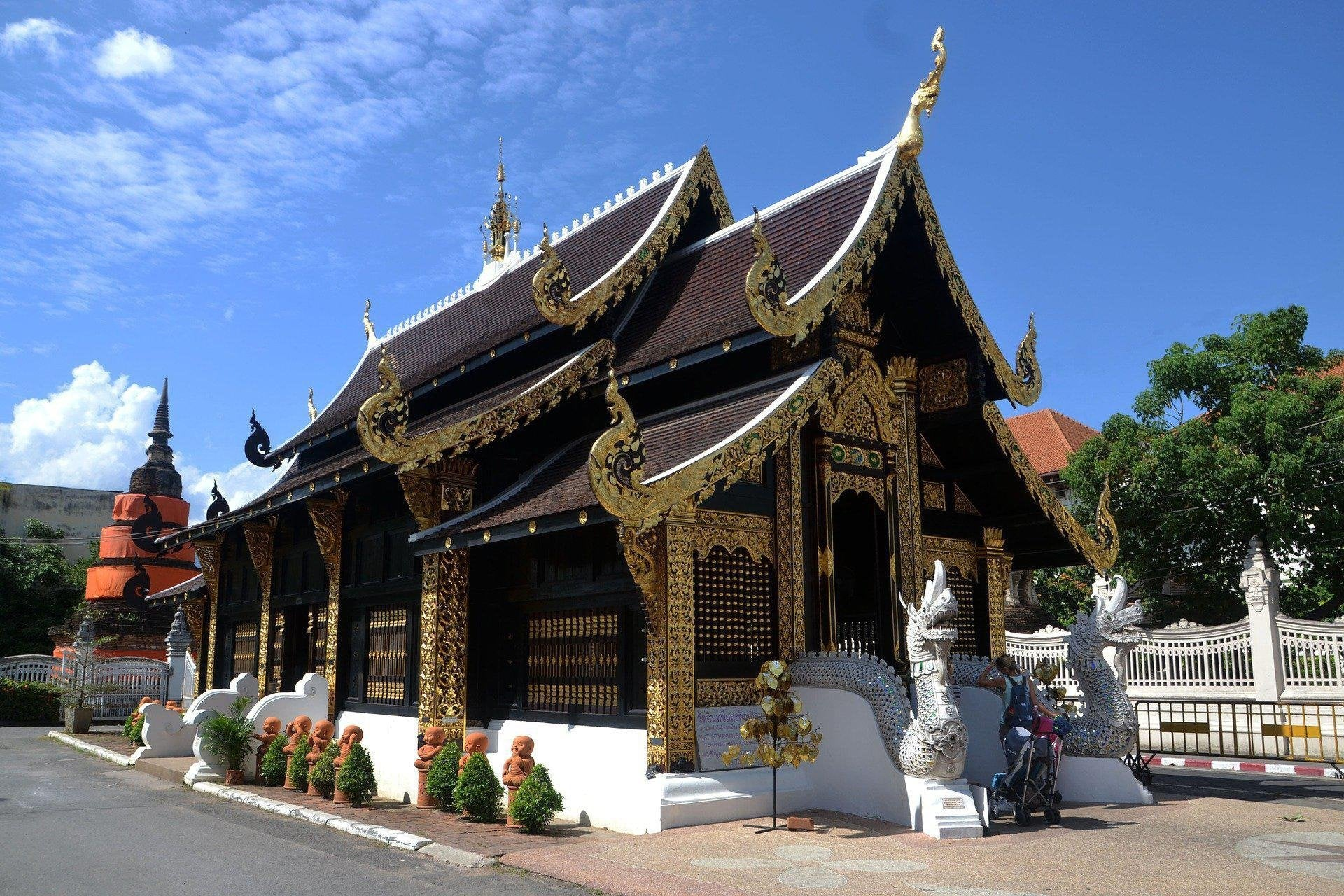 Visiting Thai Buddhist Temples? Read This First!-Temples and Markets