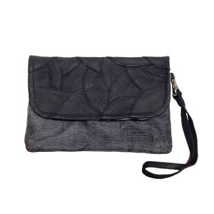 Embed pouch