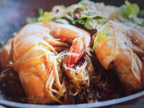 Glass Noodle in a hot pot with ginger and king prawns