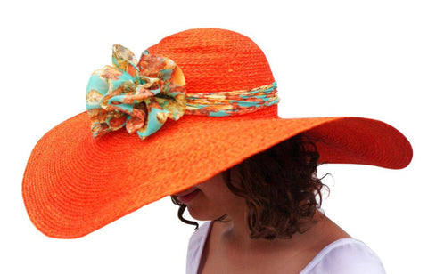 Big straw floppy hat