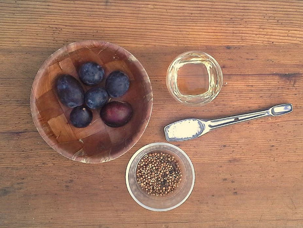 All the necessary ingredients for delicious fermented plums!