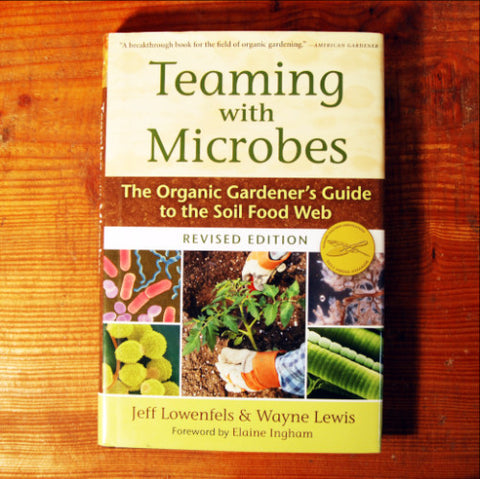 Teaming with Microbes - Jeff Lowenfels & Wayne Lewis