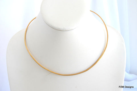 Gold brass choker, hammered neck wire