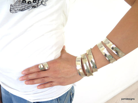 Silver hammered cuffs, set of 4 anticlastic bracelets, non tarnish bangle set