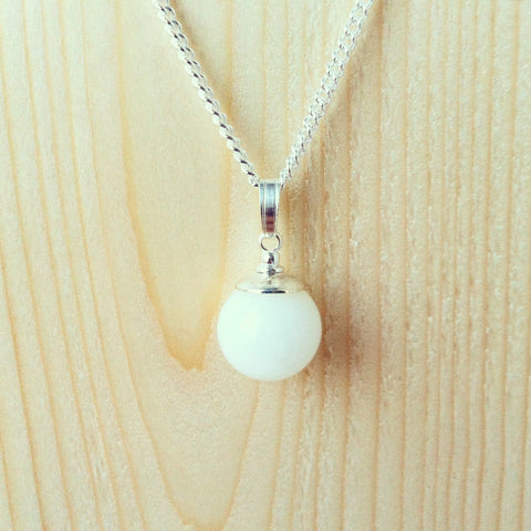 Small Pearl Pendant 1 - The Milky Way Breastmilk Jewellery UK – Bespoke Breast Milk Jewellery Keepsakes – Beads, Charms, Pendants, Rings