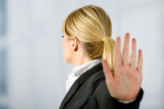 Hand up and head turned away; do not talk to me; I am ignoring you | Leadership IQ