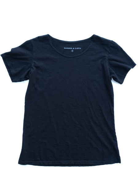WOMEN'S SCOOP NECK IN BLACK