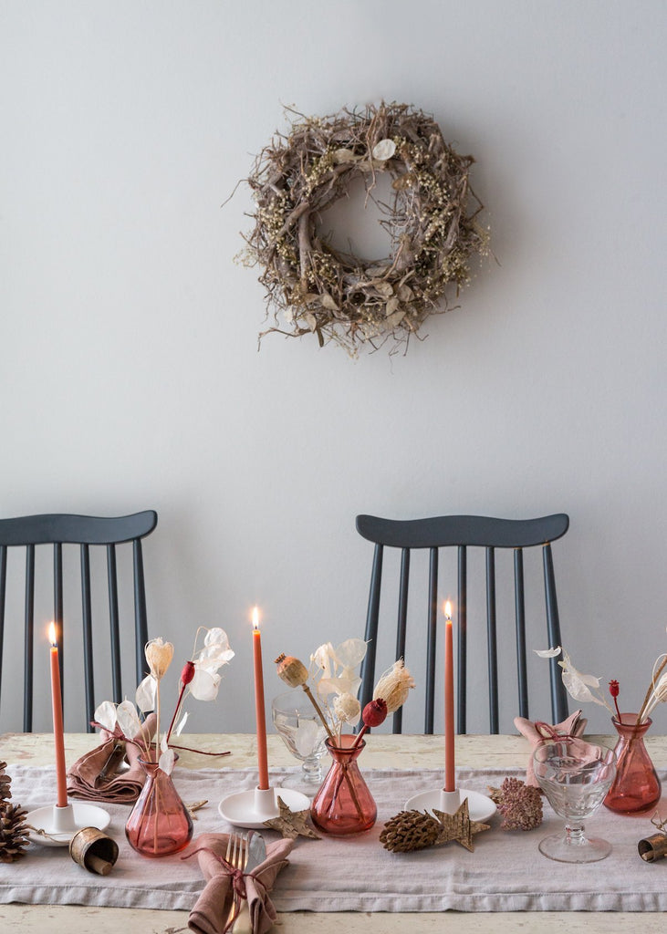 A light and minimal Christmas table