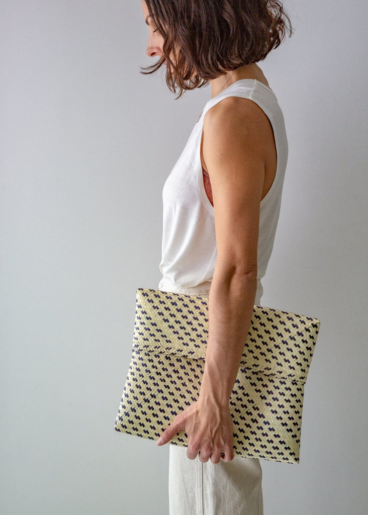 Palm Leaf Clutch - Black/Natural - The Small Home