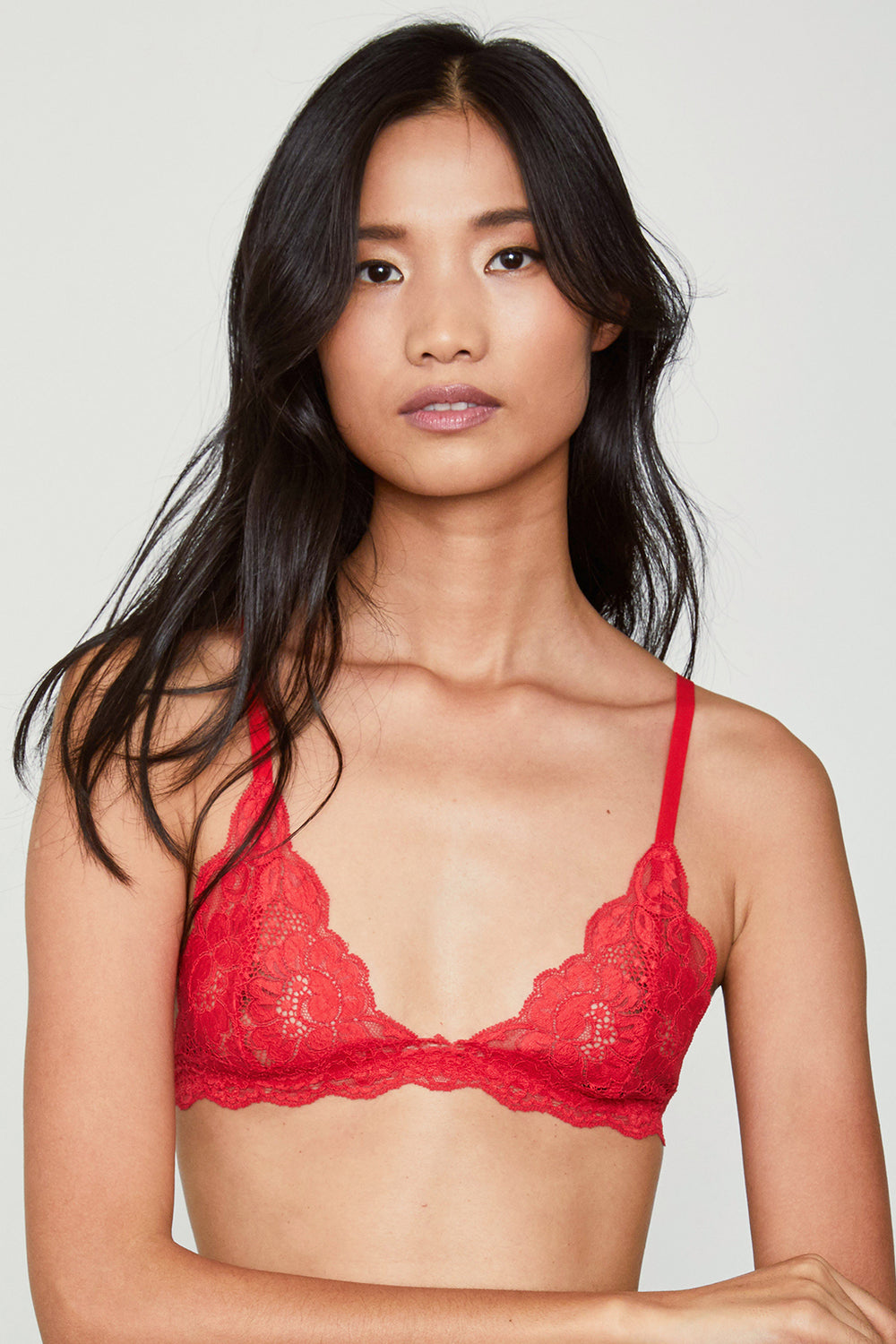Red lacy bralette | Model is wearing size S