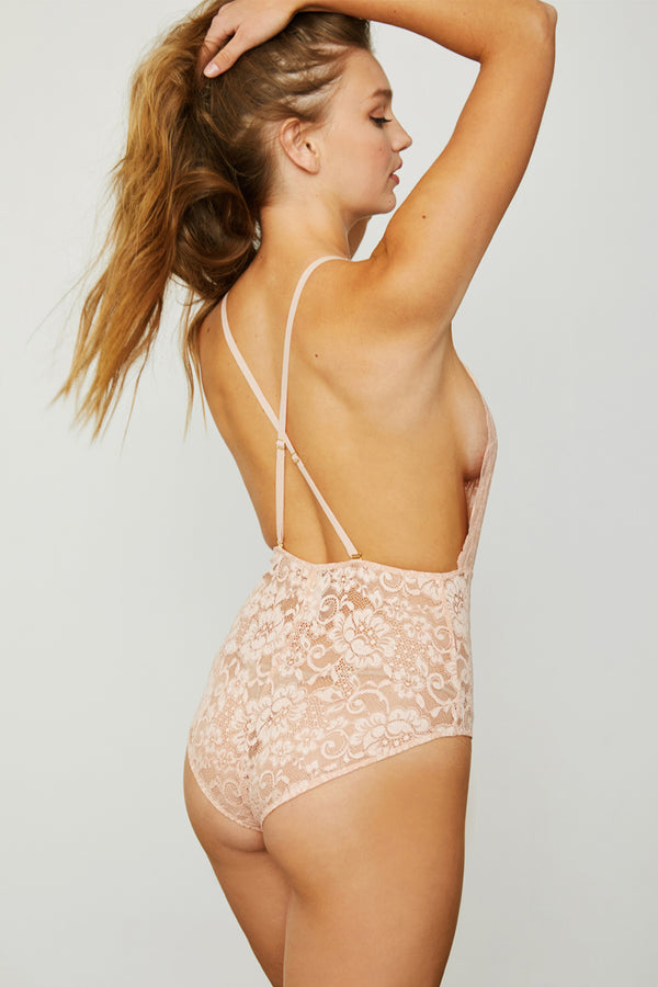 Comin' In HAHt Lace Bodysuit | Copper Rosé