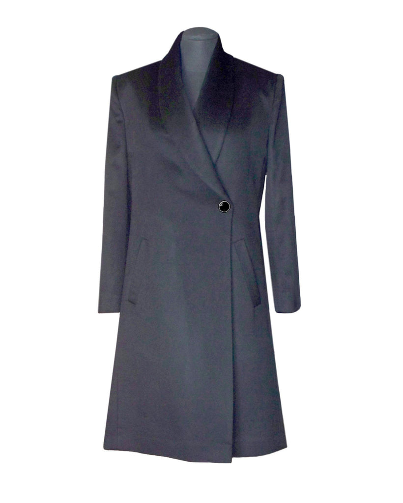 Straight women's cashmere coat with a button