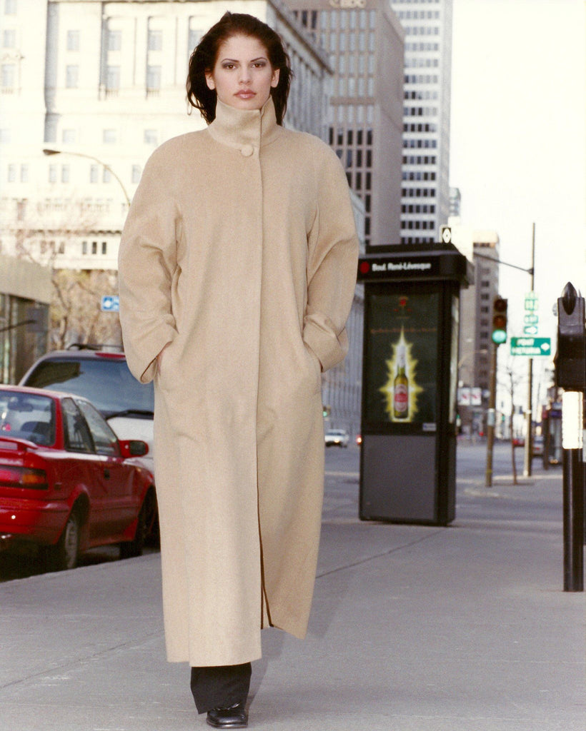 Cashmere coat with high collar.