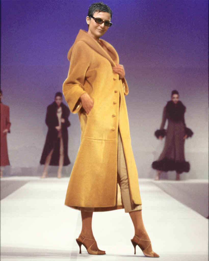 Ladies cahmere coat with a hood