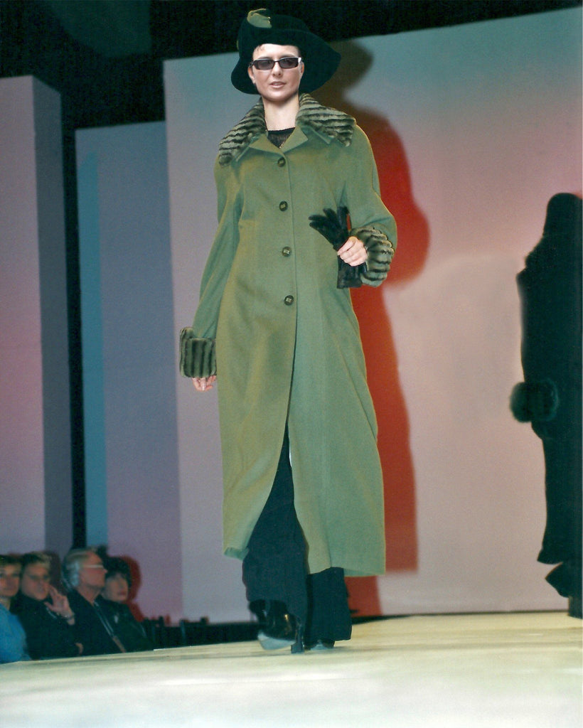 Semi-fitted pure cashmere coat
