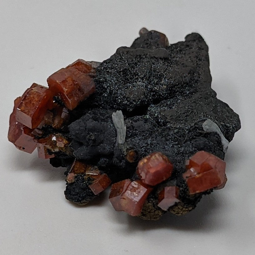Vanadinite on Hollandite