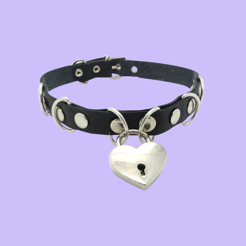 LIMITED ITEMS-HEART RING CHOKER