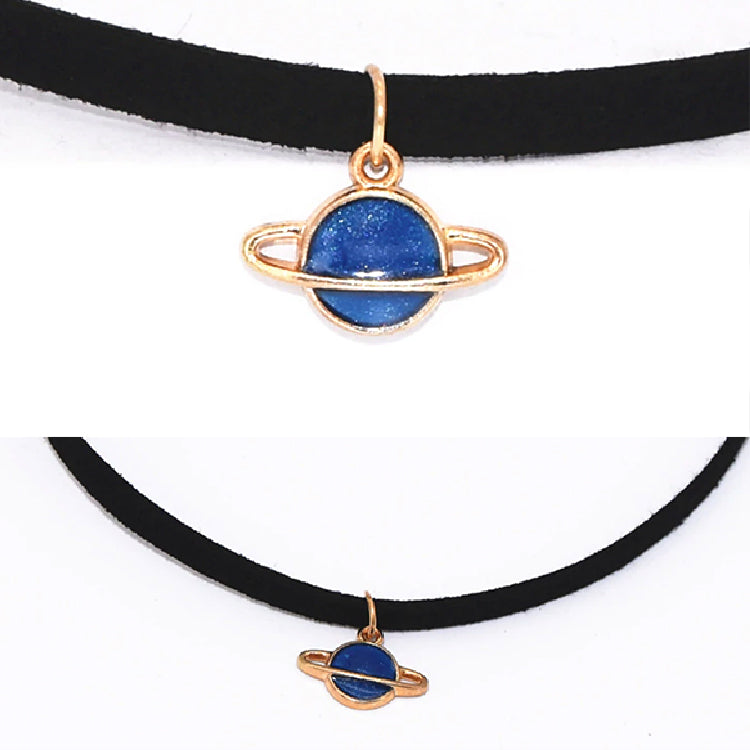 OUTER SAPACE SATURN CHOKER